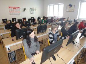 Nově vybavená počítačová učebna spolufinancovaná Evropským sociálním fondem a státním rozpočtem České republiky.