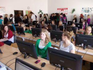 Pro velký počet účastníků se konference konala na etapy.
